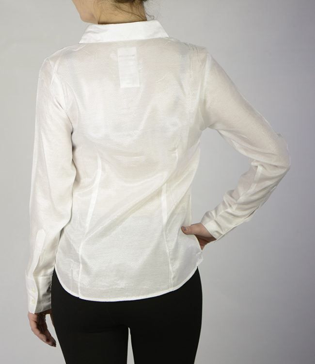 camicia bianca donna dietro