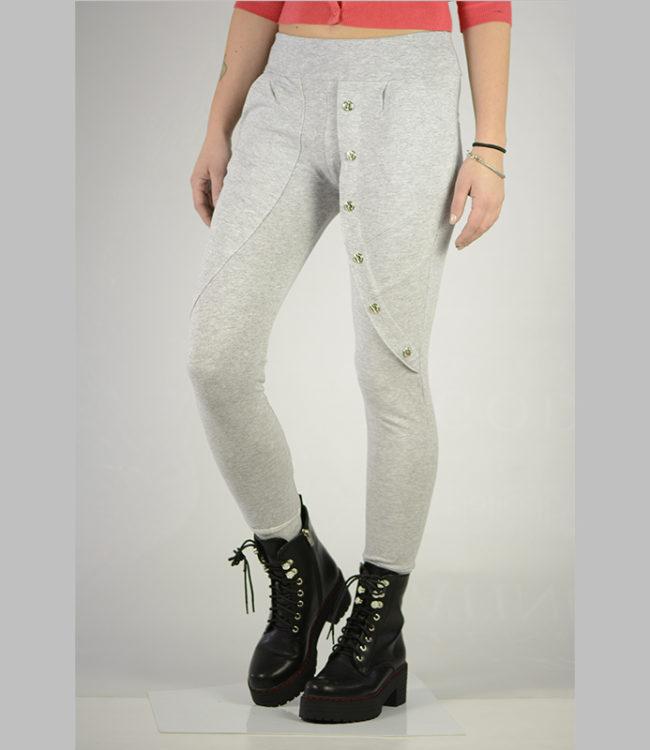 pantaloni grigi sportivi lato