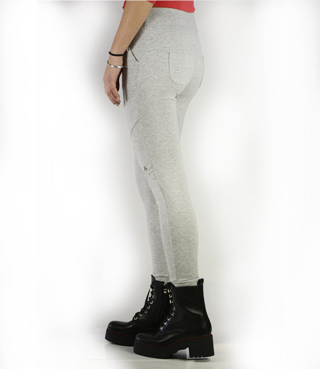 pantaloni grigi sportivi dietro